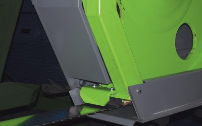 Hydraulicaly moveable saw blade guide.